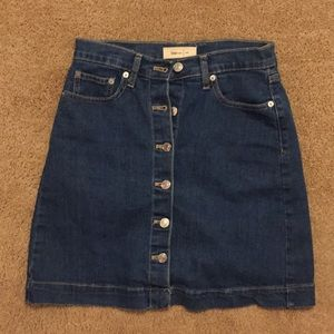 GAP BUTTON FRONT SKIRT SIZE 26
